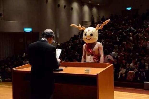 Церемония вручения дипломов в Японии (5 фото)