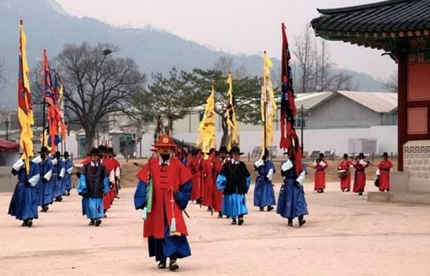 Смена караула в Сеуле.