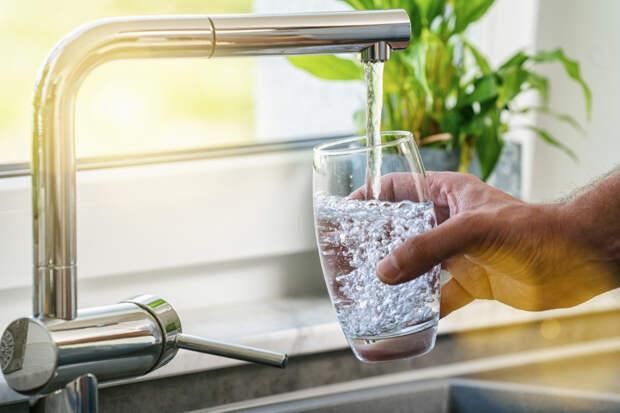 Простой секрет: вода натощак укрепляет организм. Но пить важно правильно