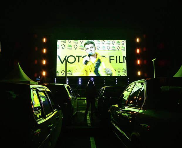 В кино на личном авто: в аэропорту зовут на фестиваль уличных фильмов