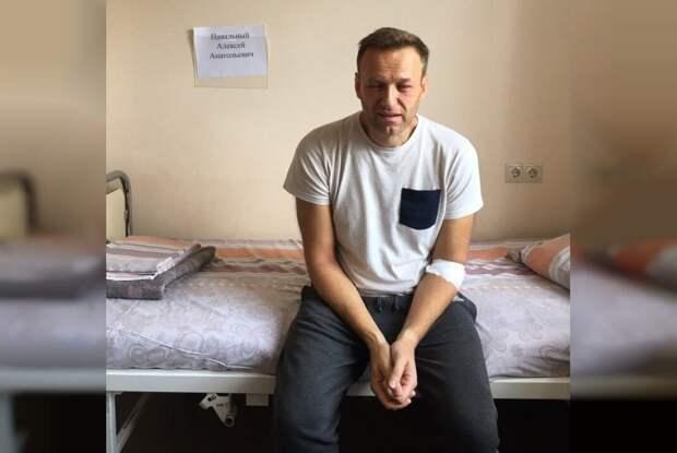 """Навальный заявил, что """"Новичок"""" в Германии был обнаружен у него на теле"""