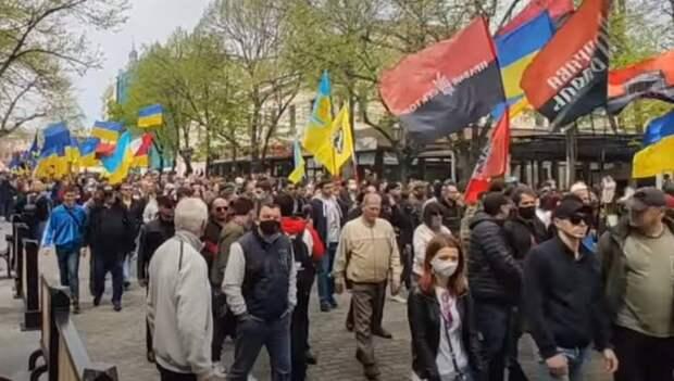 Украинские националисты провели в Одессе «Марш защитников»