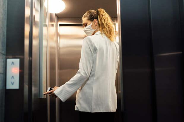 В доме на Академика Ландау отремонтировали лифты