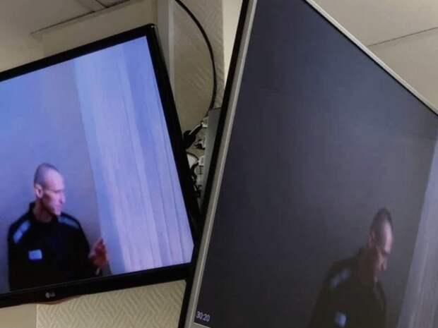 Суд отклонил иск Навального о запрете адвокатам проносить на свидания с ним смартфоны