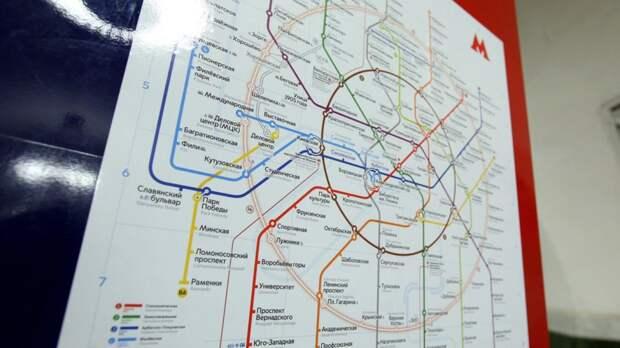 Движение поездов в московском метро приостанавливали из-за упавшего на пути человека