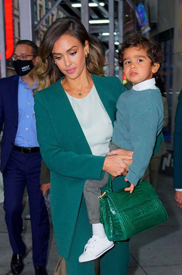 Джессика Альба с сыном Хэйесом