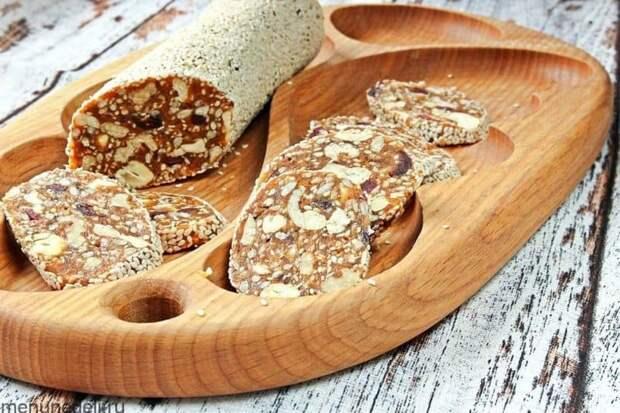 Десерт из орехов и сухофруктов. Полезное и вкусное лакомство за пару минут 2