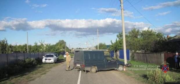 Два молодых мотоциклиста разбились об автомобиль ИЖ под Волгоградом