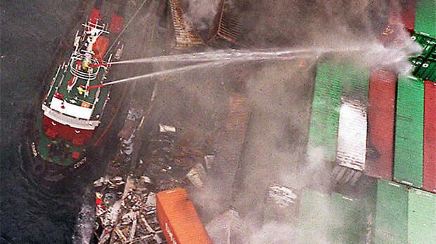 У берегов Канады загорелось судно, перевозившее опасные химикаты