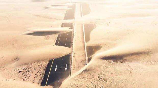 Природа против человека: фотограф заснял с дрона, как пустыня пожирает Дубай и Абу-Даби