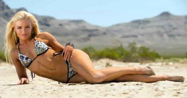 Рестлер и модель Аманда Саккоманно — милая хулиганка, сокрушающая столы и соперниц