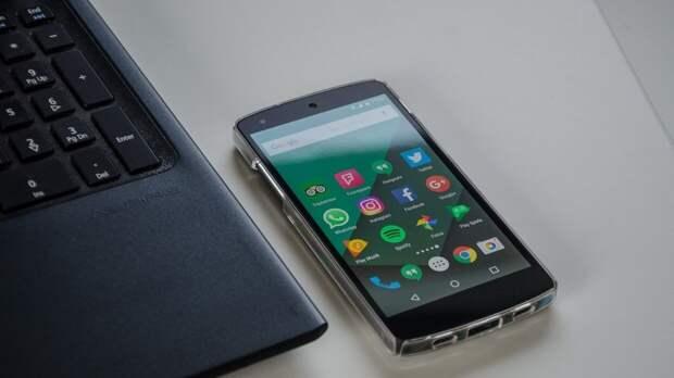 Россиянам назвали не уступающие мощным новинкам смартфоны 2020 года
