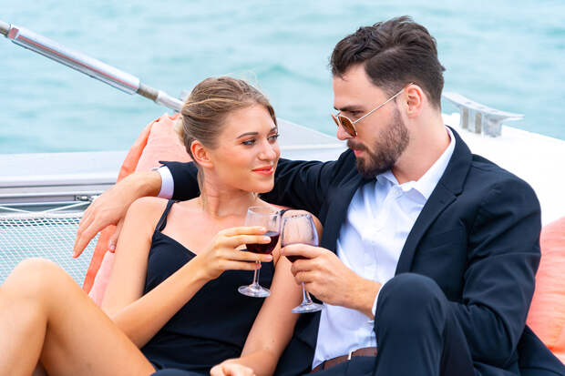 Можно ли девушкам любить богатых