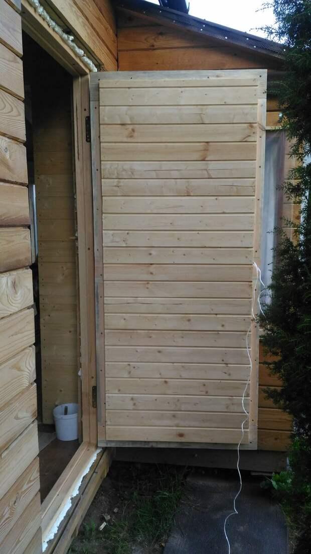 Самодельная входная дверь садового домика