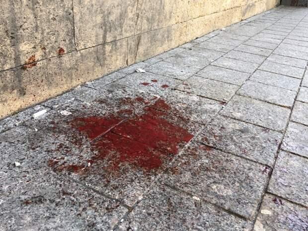На Малой Морской улице на голову женщине упал кусок штукатурки. Ее госпитализировали в Мариинскую больницу