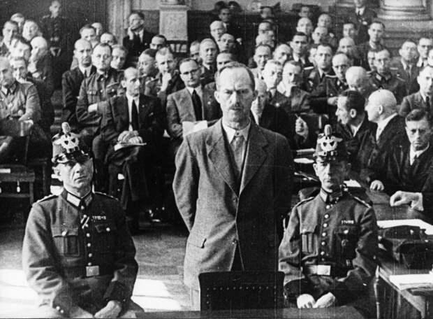 Пауль фон Хазе на суде по делу 20 июля 1944 г. Повешен в августе 1944 г.