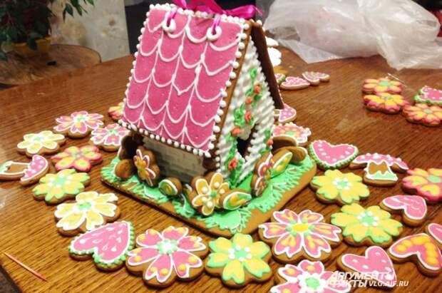 Разноцветные козули и пряничный домик