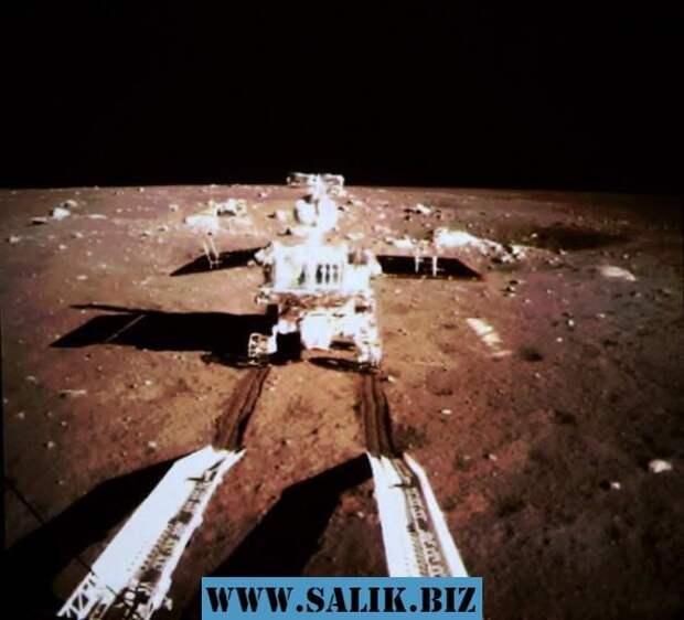 """Снимок поверхности Луны от """"Нефритового зайца"""" (2013 год)."""