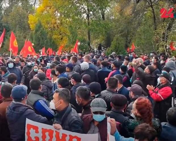 В Бишкеке объявлено чрезвычайное положение, а в город вводят войска