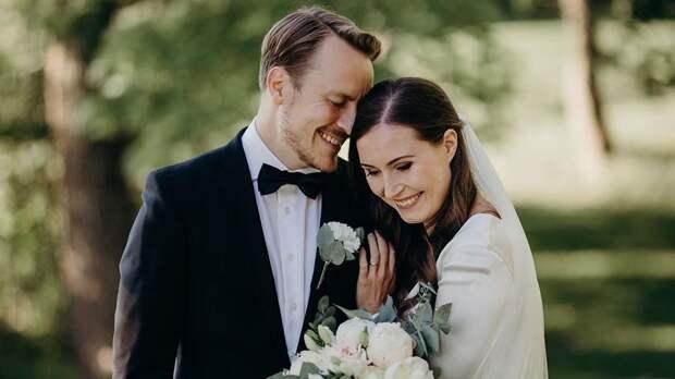 Премьер-министр Финляндии Марин вышла замуж за экс-футболиста, с которым встречалась 16 лет: фото