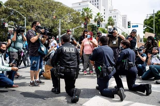 Полицейские в США отказались охранять съезд демократов