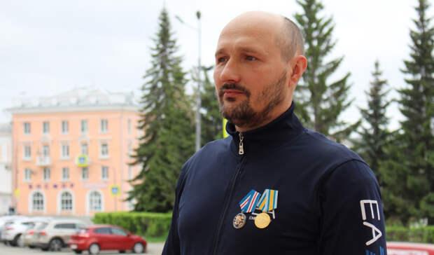 Спасший утопающего ребенка мужчина награжден медалью СКРоссии вКраснотурьинске