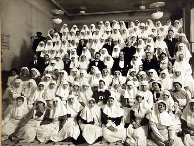 Общество Красного Креста в Российской Империи (1901 год) http://www.pogranec.ru/showthread.php?t=34517&highlight=%EA%F0%EE%ED%F8%F2%E0%E4%F2&page=179