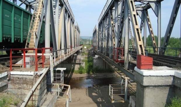 Поезд Самара – Владивосток остановили в Забайкалье из-за обрушения моста