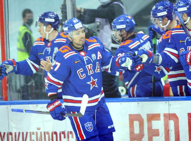 Одержав третью победу подряд, СКА вышел на первое место в чемпионате КХЛ. Юный Мичков набрал три очка