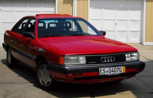 Автомобиль Audi 5000.