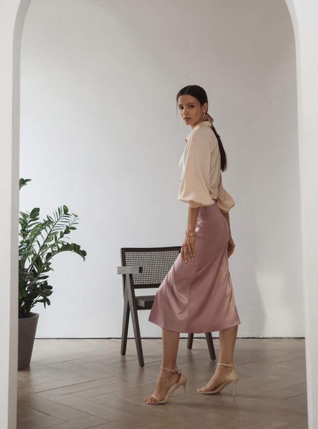 Бабушкин тренд: как носить вязаный жилет стильно