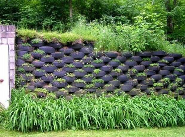 Креативное решение из большого количества шин. /Фото: i.pinimg.com