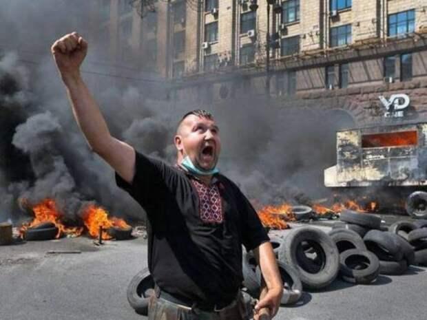 Зеленскому готовят новый майдан, — украинский правозащитник