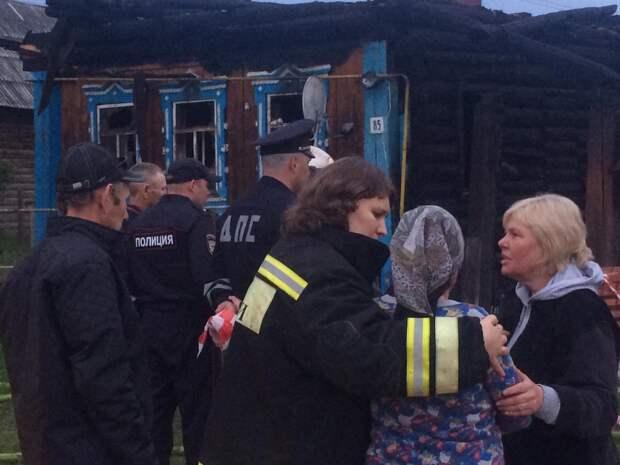 Психологи работают с бабушкой после гибели семьи на пожаре в Увинском районе