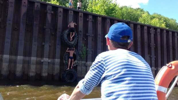 Нырявший у причальной стенки в Сарапуле подросток не смог самостоятельно выбраться из воды