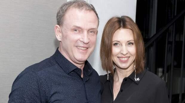 """Сенчукова и Рыбин показали """"семейный секас"""" у бассейна"""