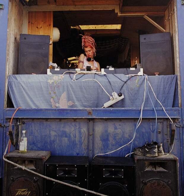 7 атмосферных фото кочевых рейверов Европы 90-х