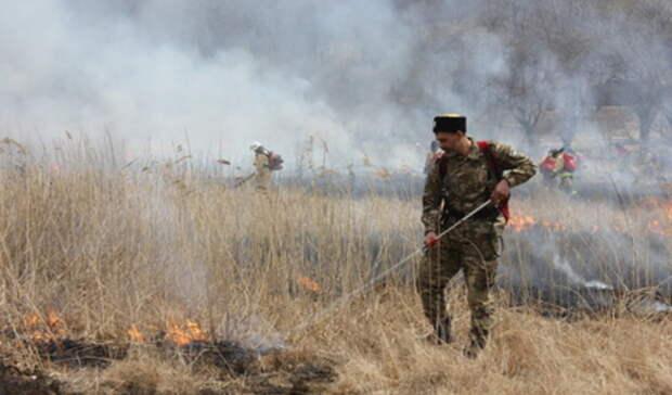 Неподалеку заправка: природный пожар разгорелся надублере Сибирского тракта