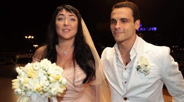12 провальных свадебных платьев звезд с мужской точки зрения