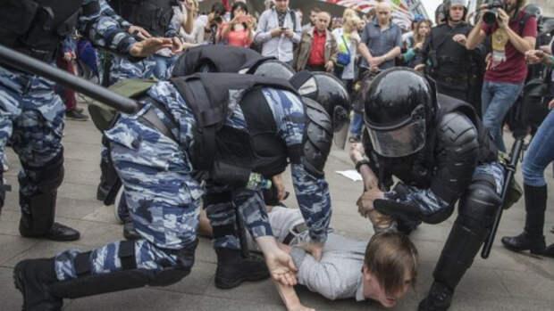 СК и ВС одобрили предложение депутата сажать за вовлечение подростков в митинги