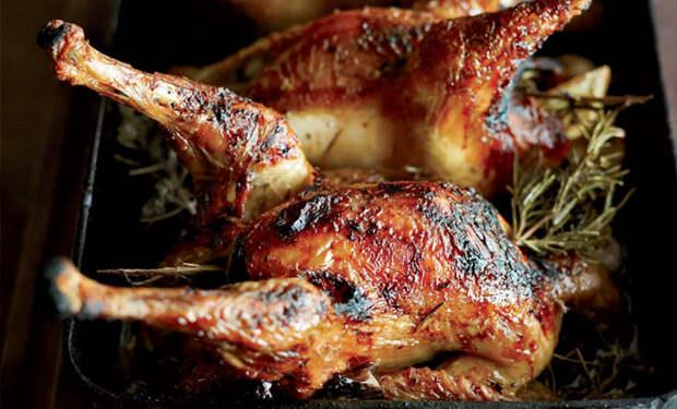 Запекаем курицу целиком: 10 поварских рецептов с повышенной сочностью