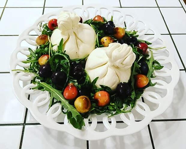 Рецепты Маргариты Симоньян: Буррата с черешней