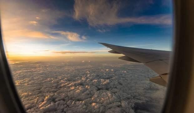 Еще спятью странами возобновила авиасообщениеРоссия
