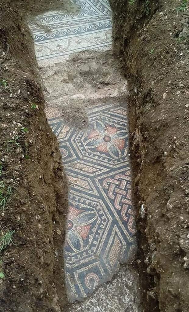 В Вероне нашли пол из древнеримской мозаики