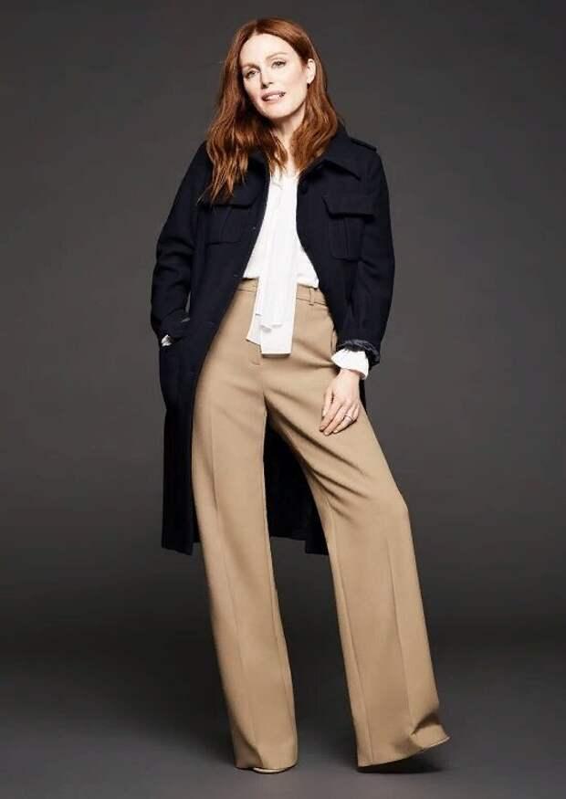 Джулианна Мур в широких прямых брюках