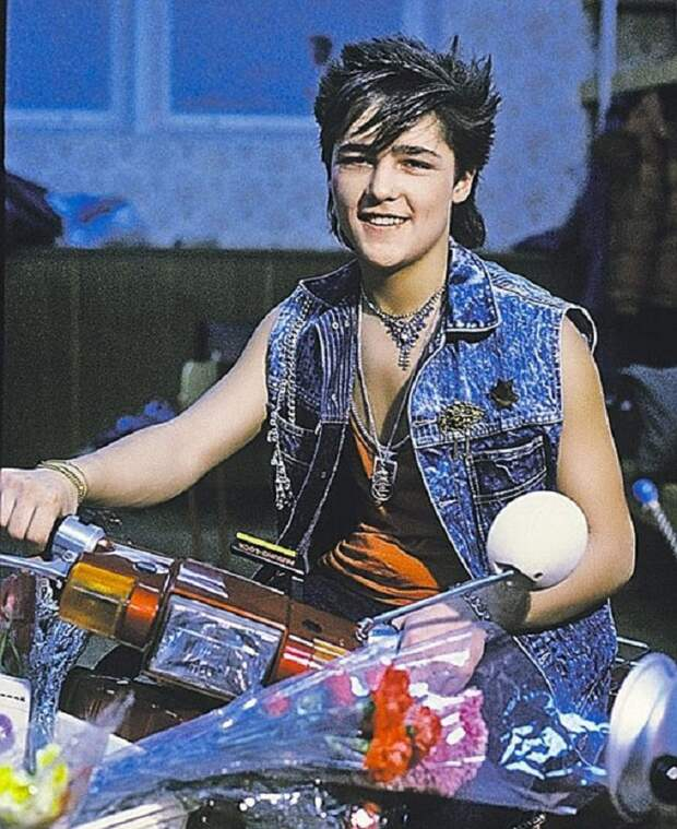 Как молоды мы были… Кричащая мода эпохи 90-х, которая шокирует нынешнее поколение.