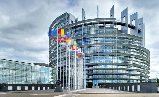 Европарламент официально обвинил СССР… в развязывании Второй мировой войны.
