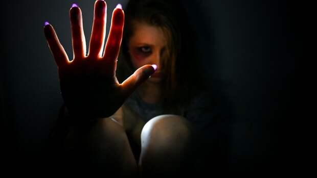 Пожилой петербуржец с уголовным прошлым пытался изнасиловать 26-летнюю девушку