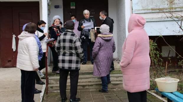 Заместитель руководителя аппарата администрации Олег Попадюченко встретился с жителями улиц Блюхера и Буденного