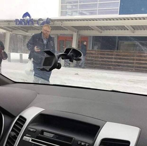 Милонов объяснил, как он оказался возле рыбного магазина в Финляндии